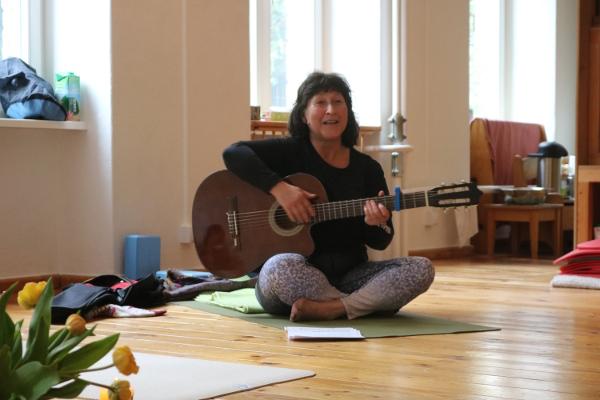 Mantra & Kirtan Konzert mit Pana bei Yoga & Cure